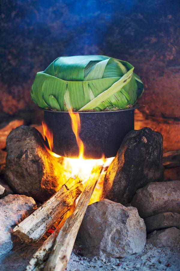 Luwombo, das traditionelle Eintopf aus Uganda, Bild aus Afrika erhältlich im Onlineshop