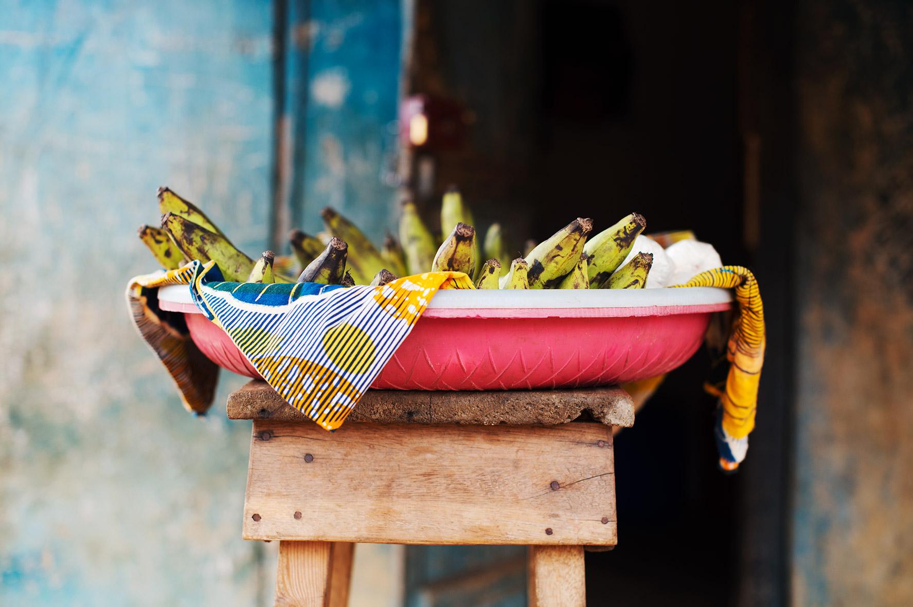 Kochbanane und afrikanische Stoff, Bild aus Afrika erhältlich im Onlineshop